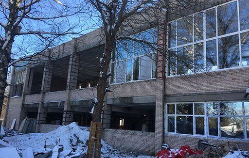 Продолжается ремонт в здании по ул Приютинская д. 13. Срок сдачи объекта в эксплуатацию - МАЙ 2018 г.