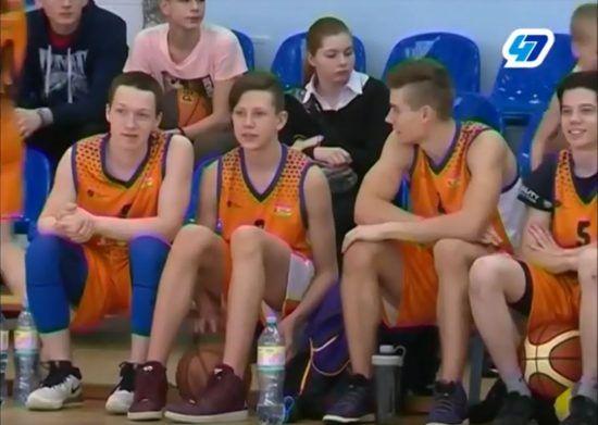 Сильнейшие школьные баскетбольные команды Ленобласти сошлись на площадке спортшколы в Сертолово. Здесь прошел финал регионального этапа лиги КЭС-Баскет.